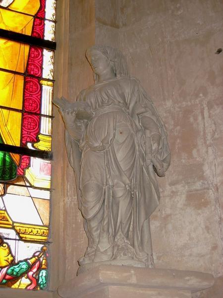 Statue : Sainte Élisabeth (de Thuringe ?)