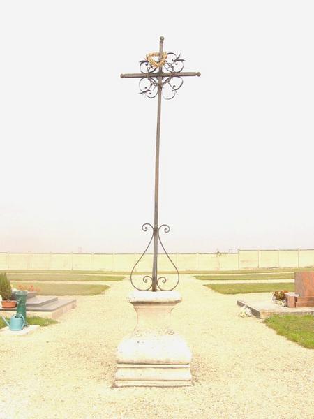 Croix de cimetière, socle