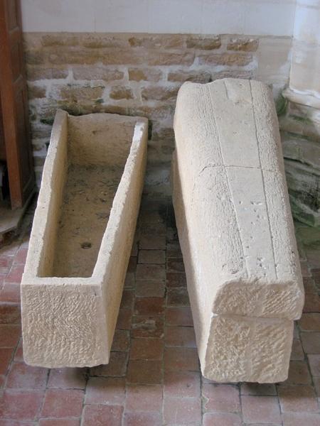 2 sarcophages mérovingiens
