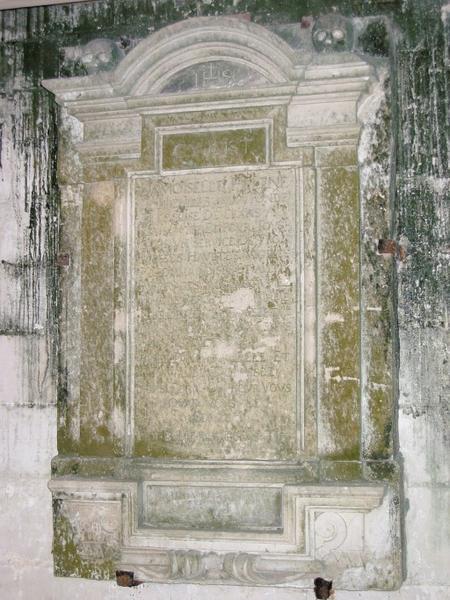 Dalle funéraire de Hélène de Breville