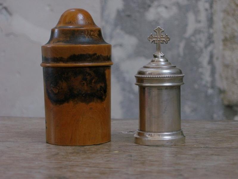 Ampoule et coffret aux saintes huiles