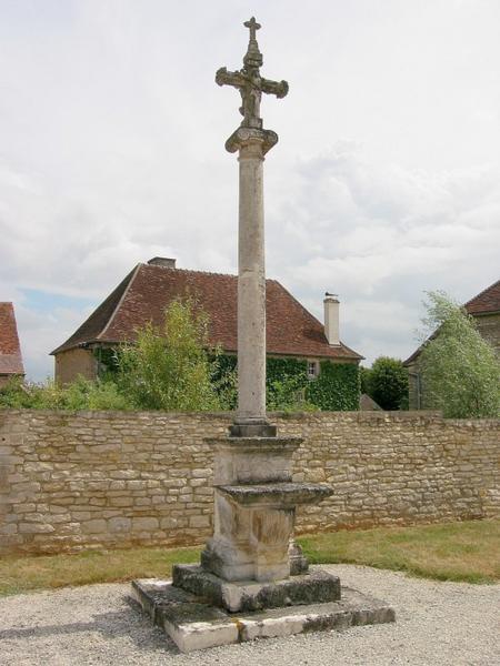 Croix de cimetière, autel