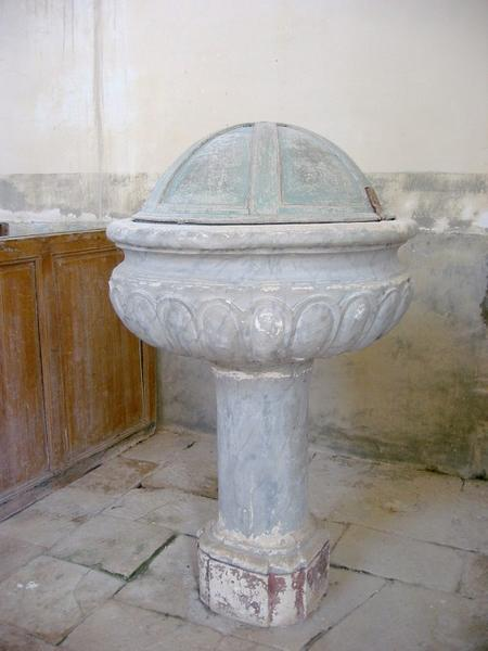 Fonts baptismaux, bénitier