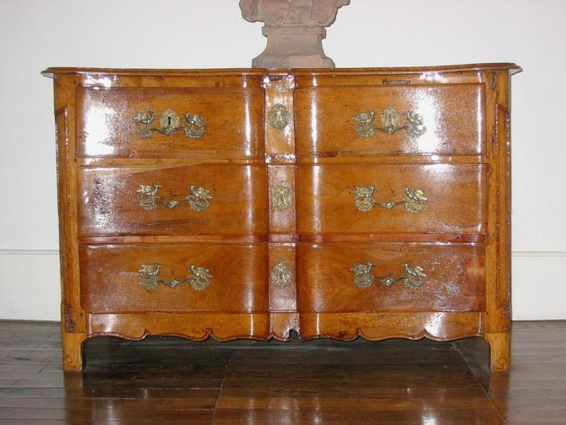 Commode arbalète