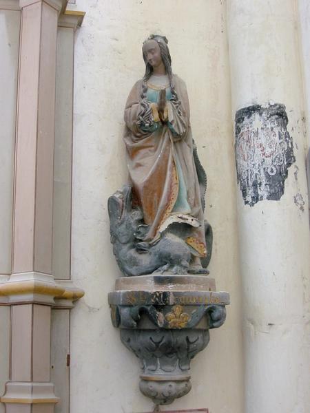 Deux statues avec consoles : saintes Marguerite et Catherine
