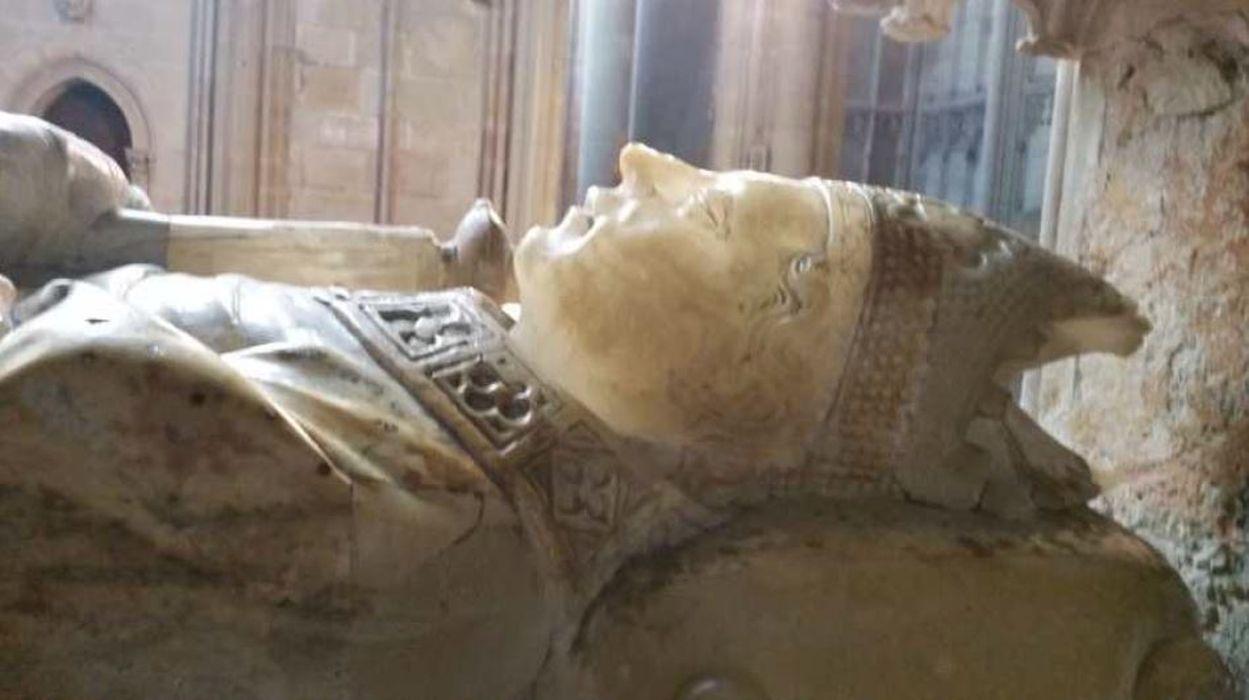 Monument funéraire d'un évêque anonyme