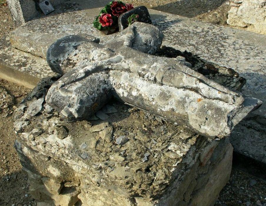stèle funéraire (croix de sépulture)