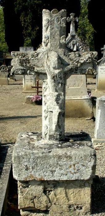stèle funéraire (croix de sépulture) et socle