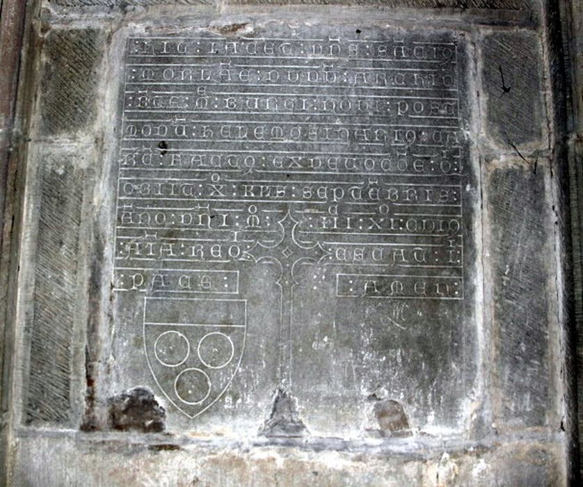 plaque funéraire de Sanche Morlane, aumônier de saint Nazaire