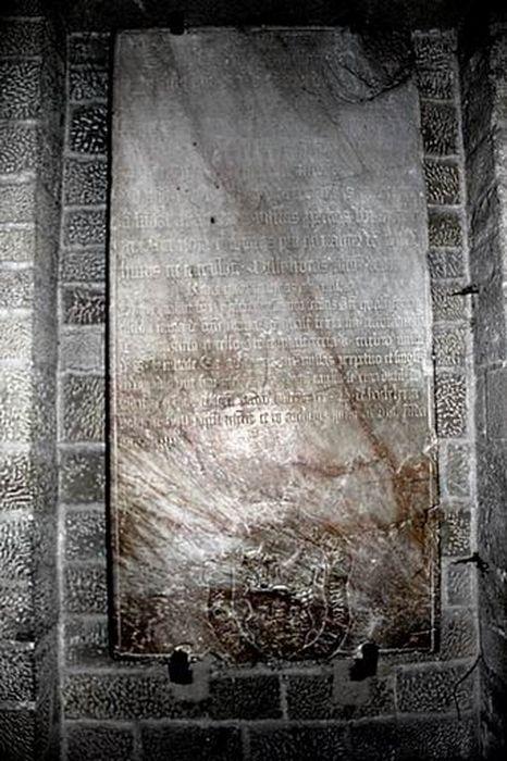 plaque commémorative de fondation de messe par Martin de Saint-André, évêque de Carcassonne