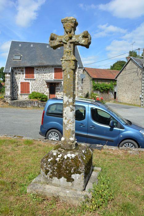 Croix sculptée: Vue générale
