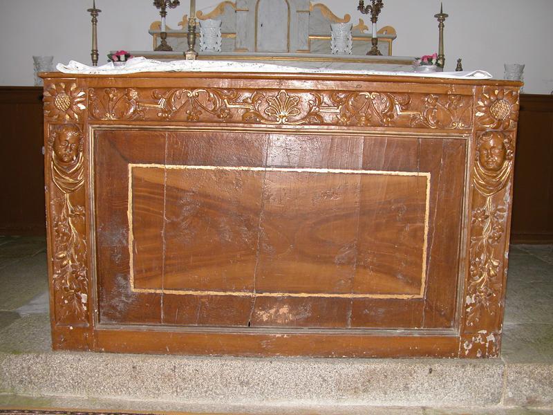 Autel secondaire sud ; autel, gradin d'autel, tabernacle à exposition et ses 2 statuettes
