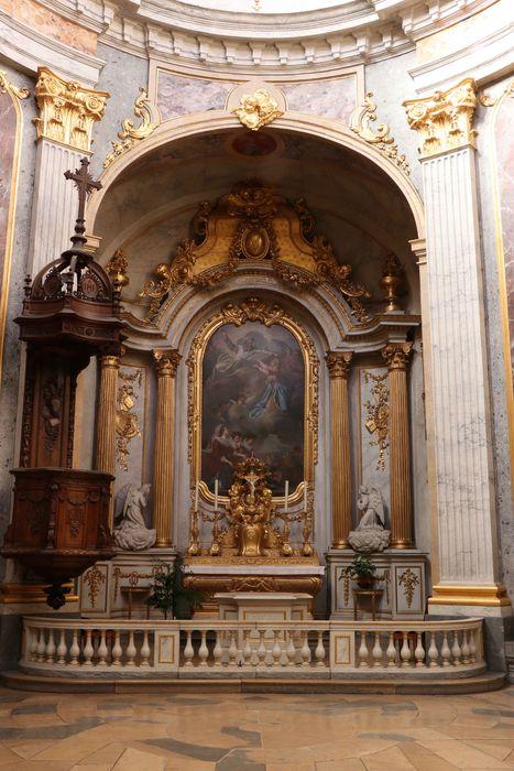 Maître-autel et autels secondaires, retable, chaire à prêcher, chandeliers d'autel