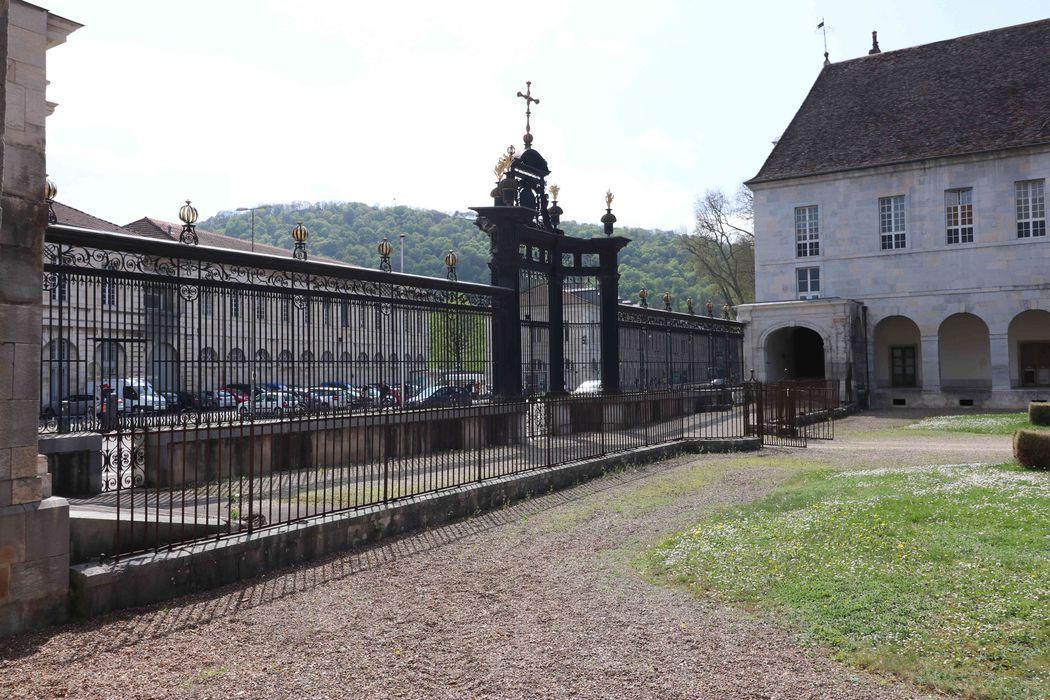 Clôture de la cour d'honneur et des jardins