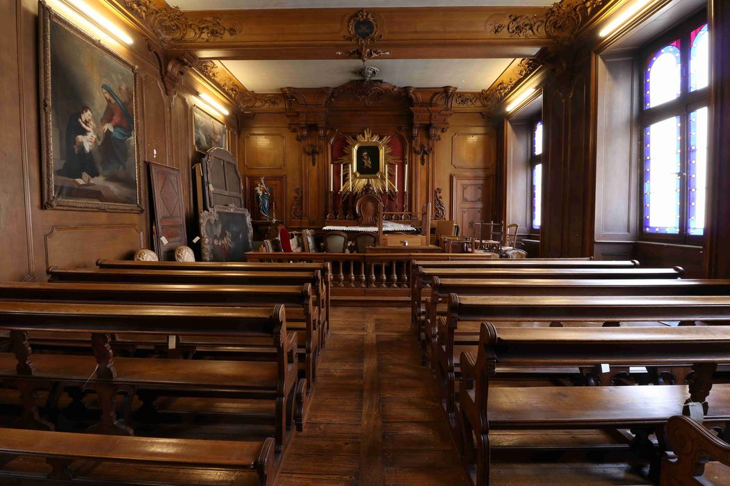 Lambris de demi-revêtement, armoires, chandeliers d'autel (garniture d'autel), bancs, agenouilloirs, prie-Dieu, confessionnal, statue : saint Joseph et l'Enfant Jésus