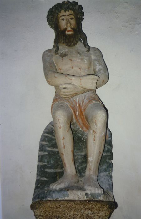 Statue : Christ attendant le supplice