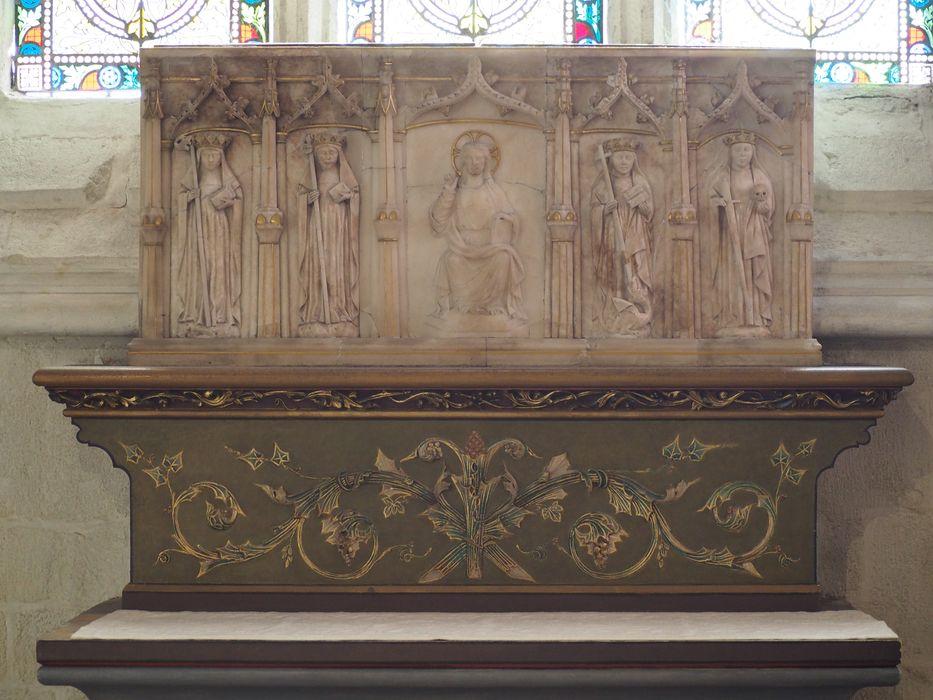 bas-relief : Le Christ entouré des quatre vertus théologales, vue générale
