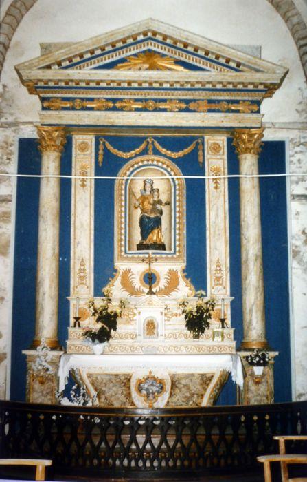 autel et retable avec une Vierge à l'Enfant dite Notre-Dame de Kernitron et table de communion
