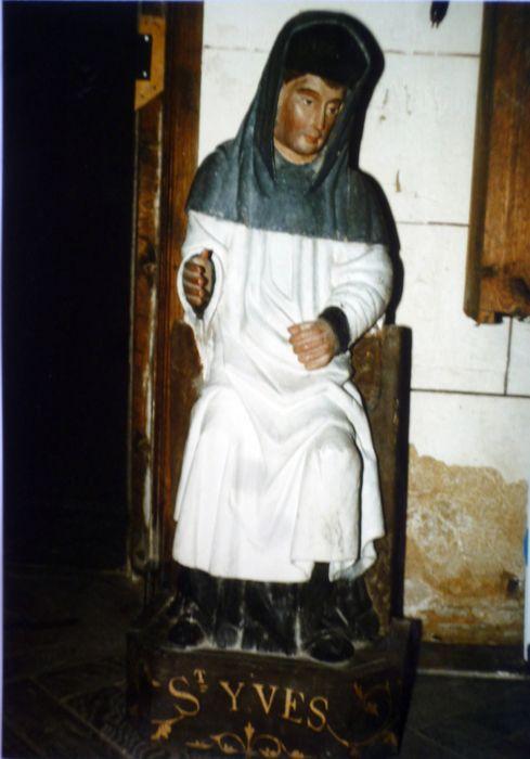 Statue : Saint Yves assis