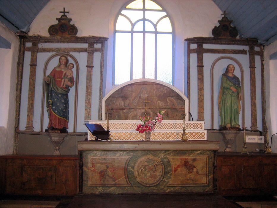 Maître-autel ; gradins ; niches latérales ; panneau peint : Piéta
