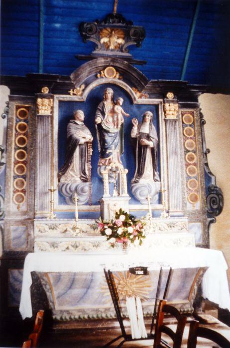 Autel et retable du Rosaire ; 3 statues : Saint Dominique, la Vierge, Sainte Catherine