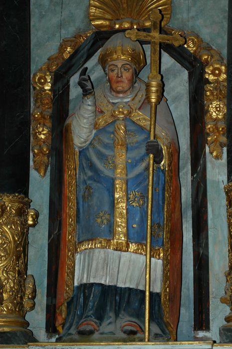 4 niches ; 4 statues : Saint Salomon, Sainte Trinité, Saint évêque, Sainte Catherine ; boiseries avec bas-reliefs, détail saint évêque