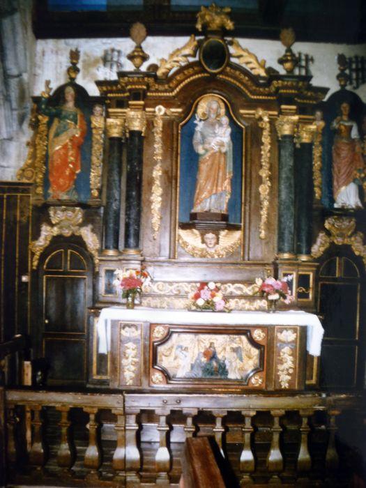 autel de Saint-Joseph avec deux statues : Saint Jean l'Evangéliste, Sainte martyre