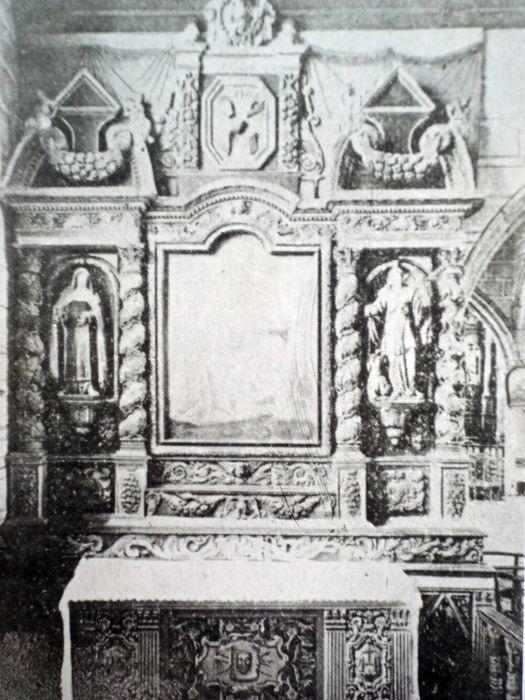 Autel de Notre-Dame de Pitié avec deux statues : Sainte Thérèse d'Avila, Sainte Marguerite