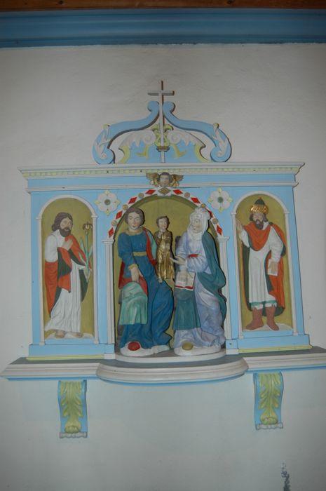 Groupe sculpté et niche à bas-reliefs : La Sainte Famille
