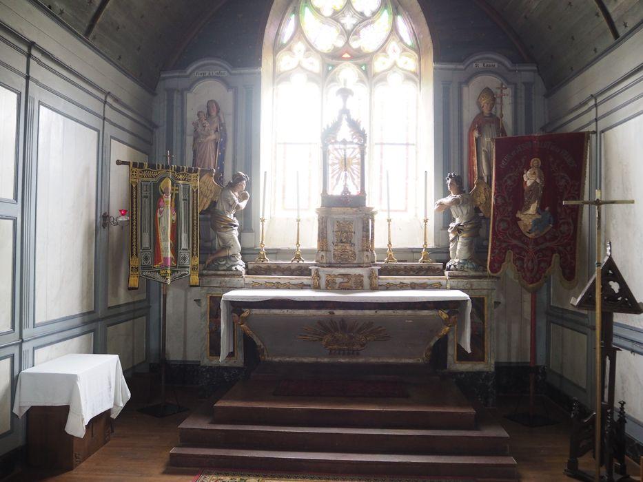 Maître-autel à tabernacle à dais ; 2 statues : Anges adorateurs