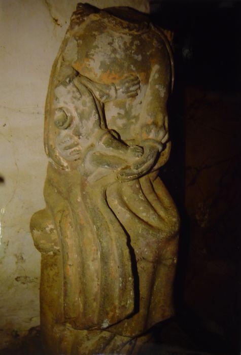 Groupe sculpté : Vierge mère assise