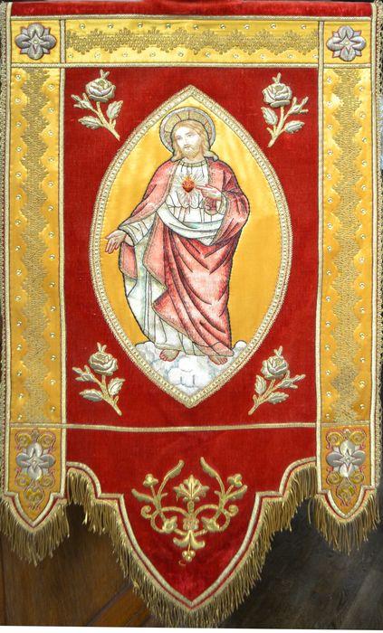 bannière de procession n°3 : Christ du Sacré-Coeur
