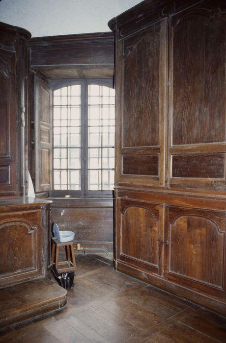 Lambris de revêtement (boiseries) de la sacristie, vue partielle