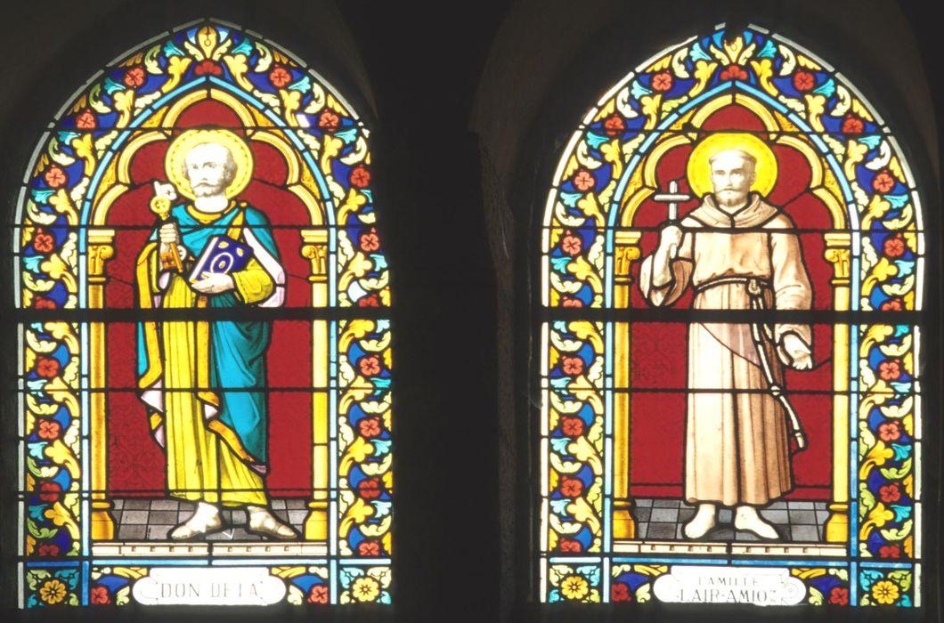 Deux verrières (baies ogivales) du choeur : Saint Pierre et Saint François