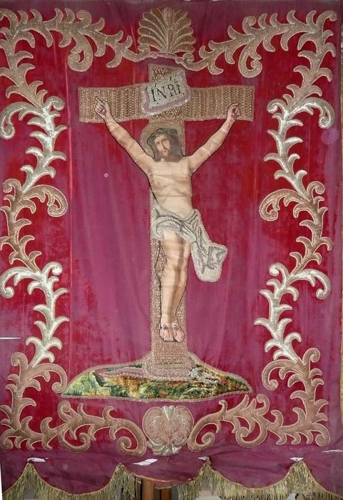 bannière de procession n°1 : Christ en croix