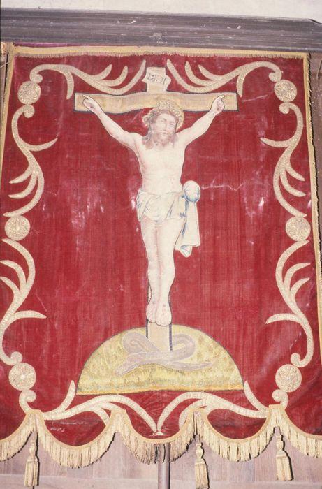 bannière de procession : Christ en croix