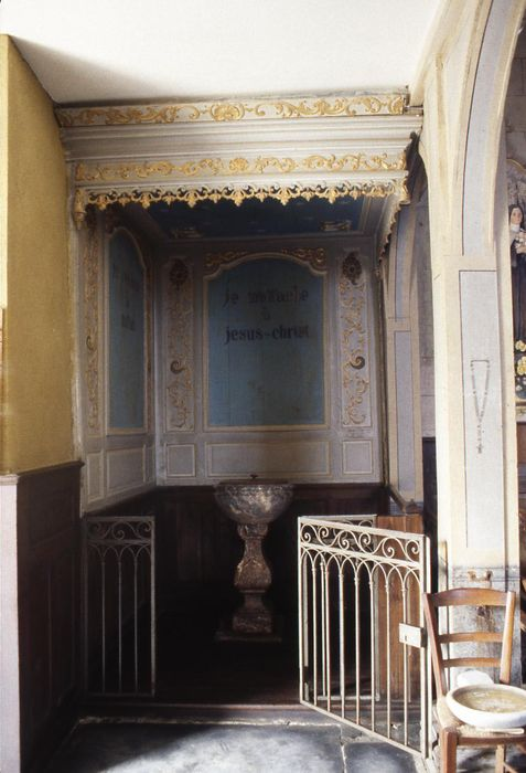 fonts baptismaux et lambris de la chapelle des fonts baptismaux