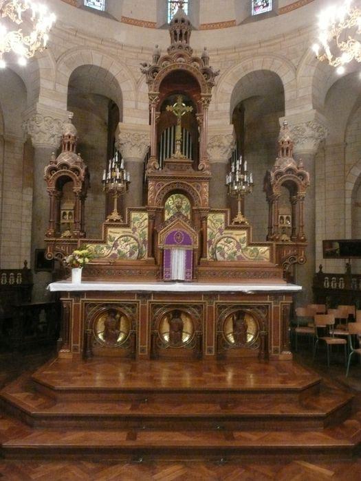 autel (maître-autel), gradin d'autel, tabernacle et exposition (dais d'exposition)