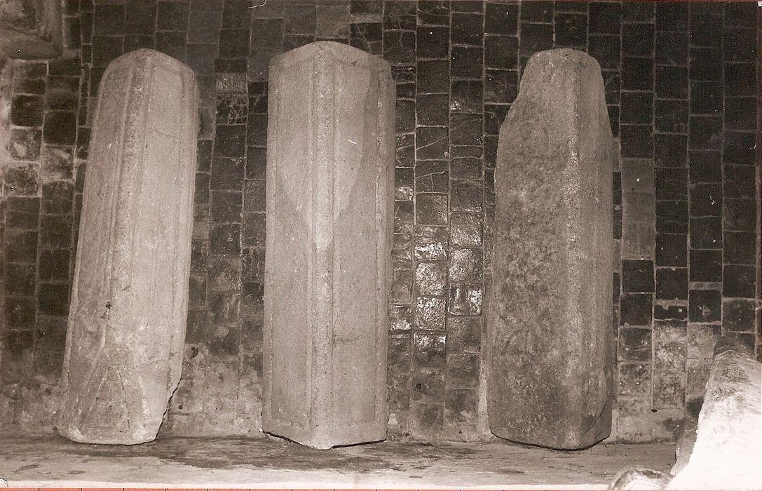 Trois couvercles de sarcophage