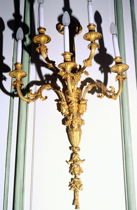 4 luminaires, 5 bras de lumière, style Louis XVI