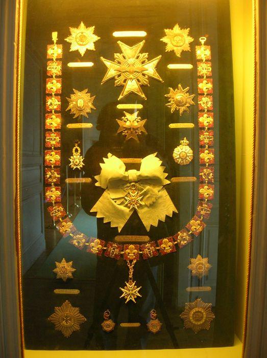 Ensemble de trente décorations du prince de Talleyrand (plaques, grand-croix, grand-collier, croix)
