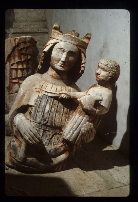 Statue (fragments) : Vierge à l'Enfant