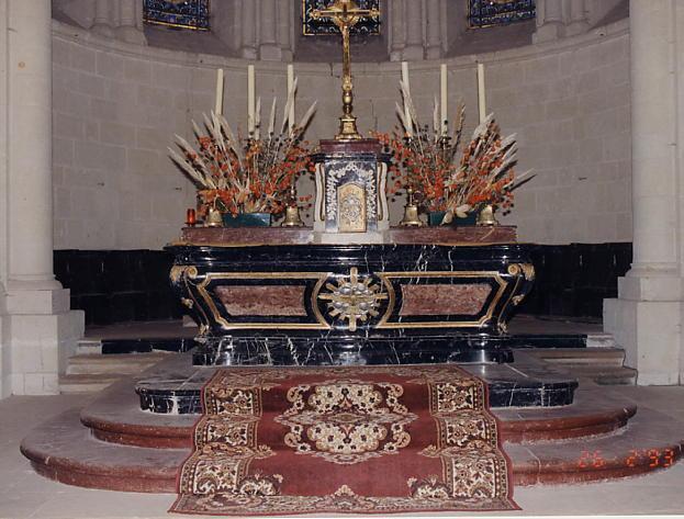 Maître-autel (à la romaine) et tabernacle