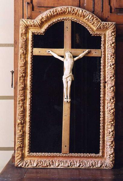Croix encadrée : Christ en Croix