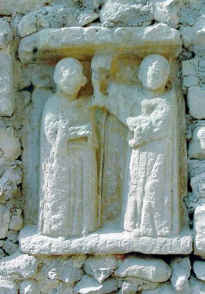Bas-relief : deux moines