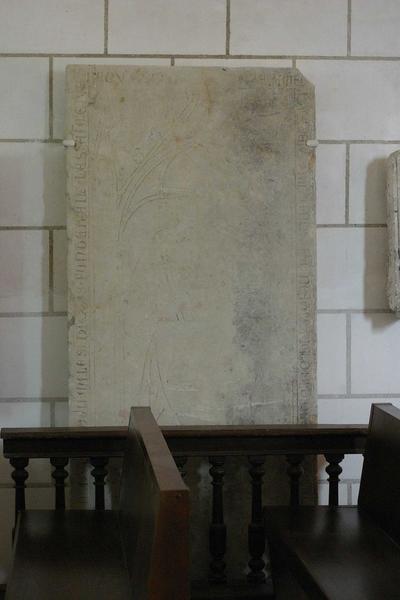 Dalle funéraire de Hugues de Fontenailles