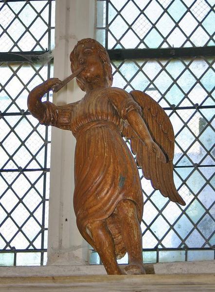 Deux statues : Anges musiciens