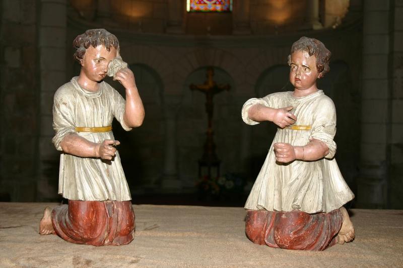 deux statues (statuettes) : Angelots agenouillés