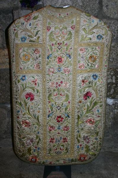 Ensemble d'ornements dit de Charles X (chasuble, étole, manipule, voile du calice, bourse).