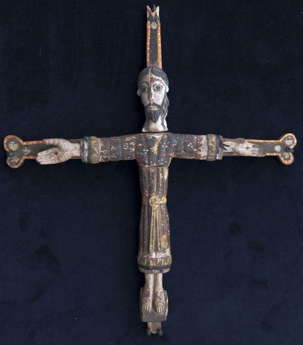 statuette reliquaire : Christ en croix (trésor de saint Michel)